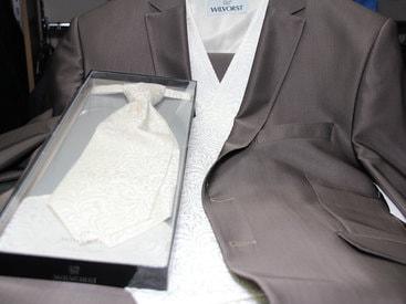 Wir beraten Sie gerne zu Ihrem Hochzeitsanzug!